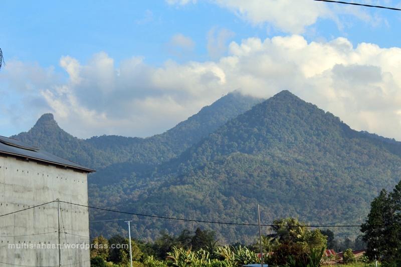 penampakan_gunung_di_villa_pajintan