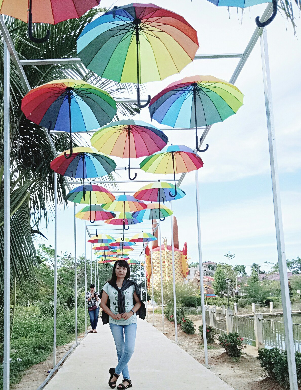 spot-hiasan-payung-di-waterboom-singkawang