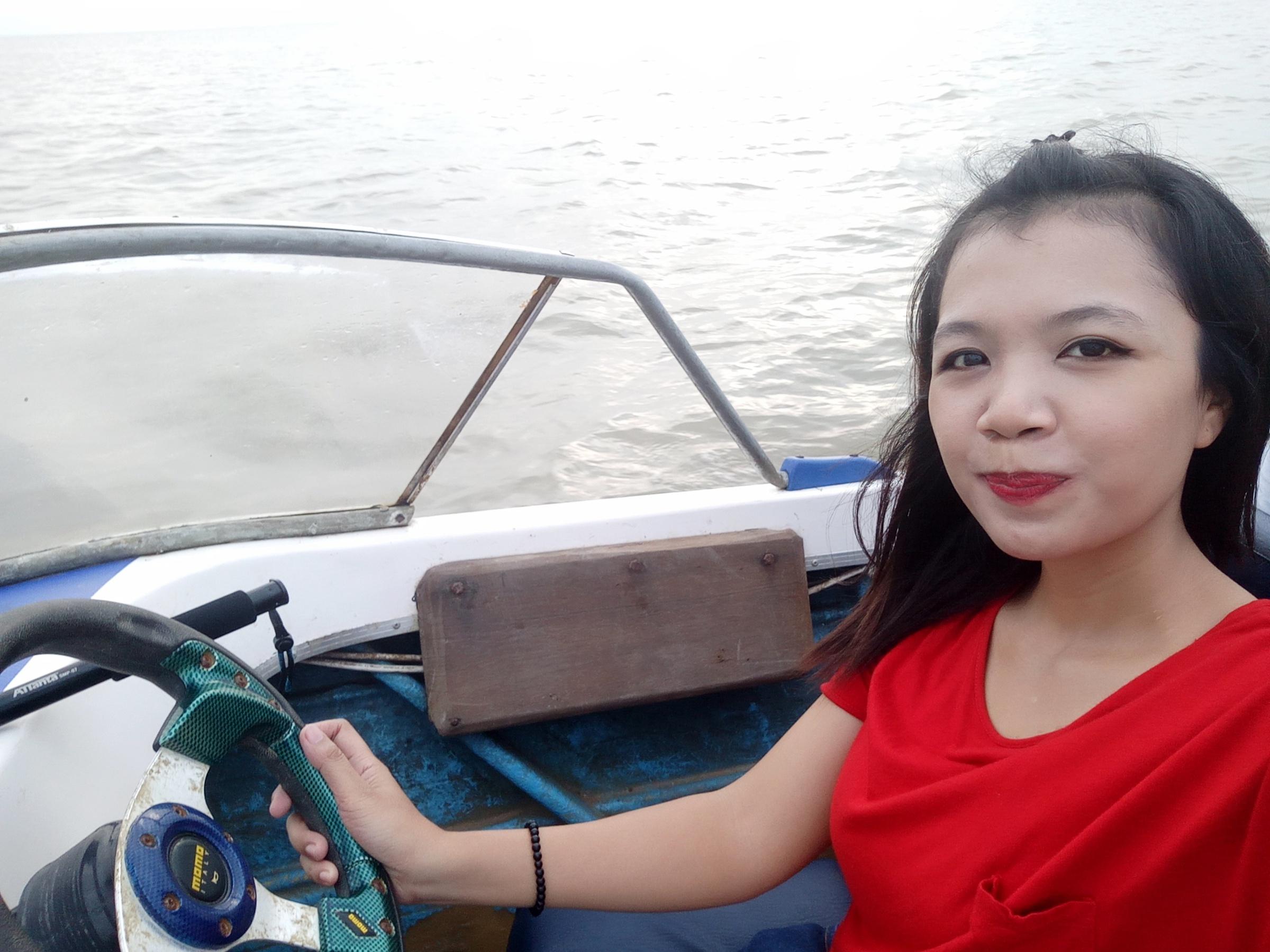 mengendarai_speedboat