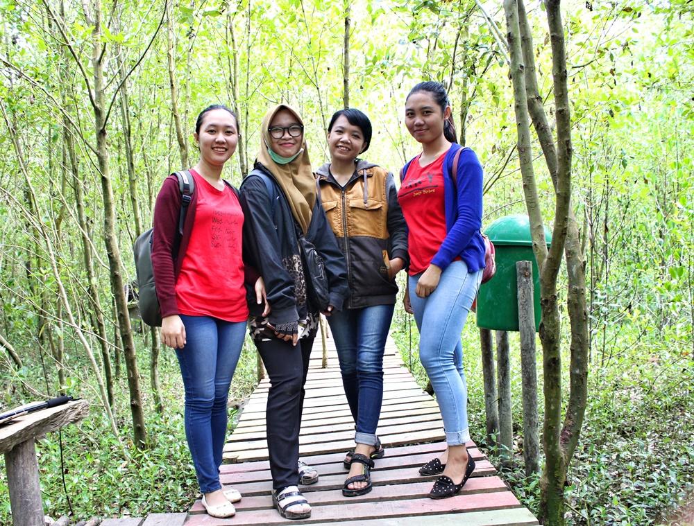 foto_bersama_di kawasan_mempawah_mangrove_conservation